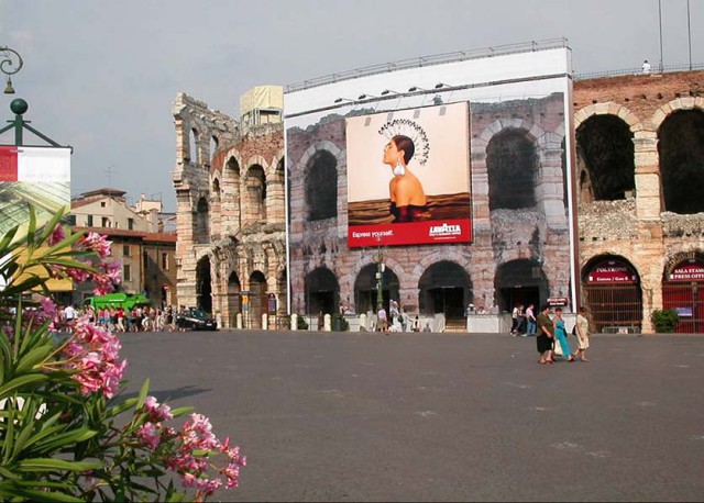 Ponteggio tradizionale con telo all'Arena di Verona