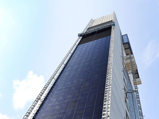 ponteggio elettrico per manutenzione grattacielo
